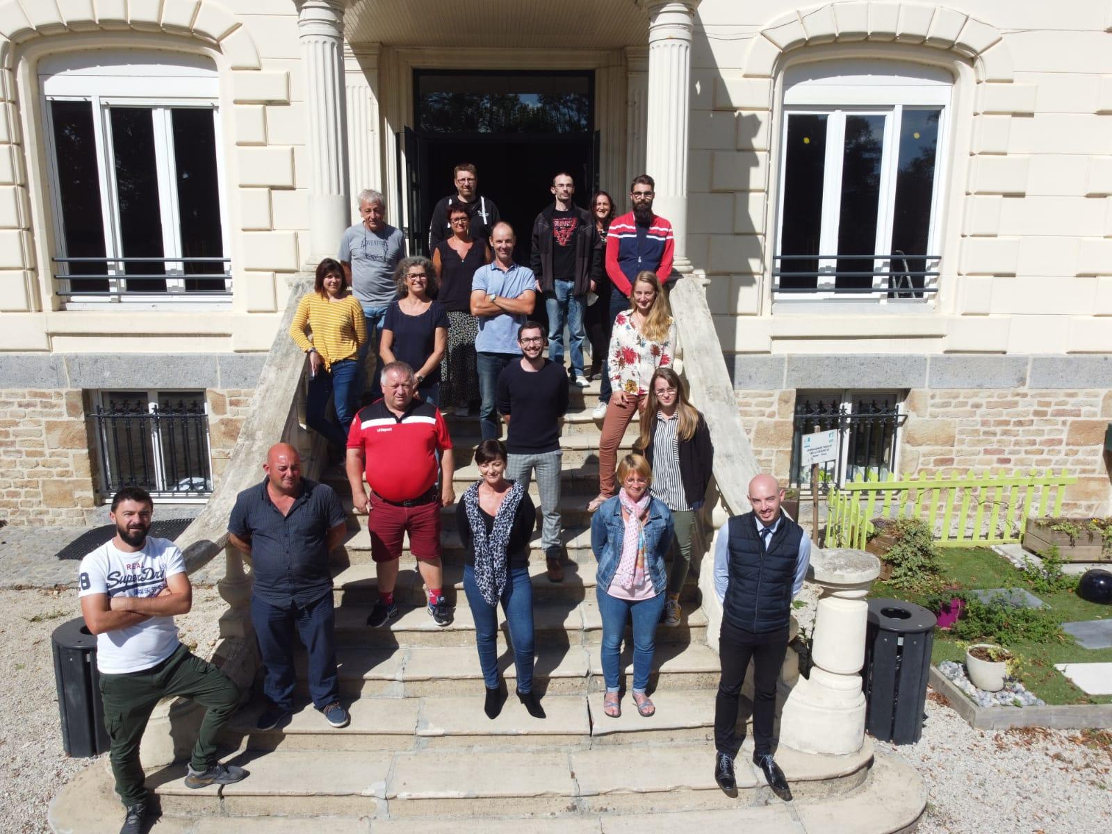 L'équipe pédagogique, administrative et de vie résidentielle de la Maison Familiale du Paysage de Cerisy-Belle-Etoile